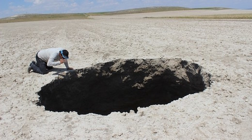 giant-sinkhole-forms-in-central-anatolias-konya-thirteenth.jpg